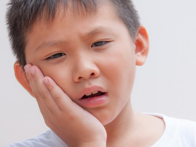 child has pain becauce tooth decay